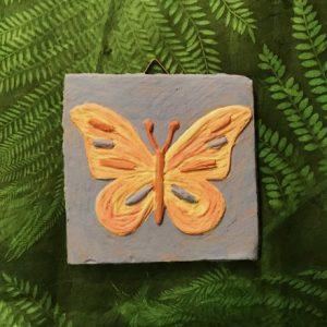 Fliese mit Engobe bemalt - Motiv Schmetterling